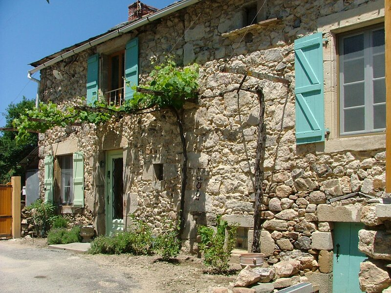 Amazing house with garden & terrace, vacation rental in La Bastide-l'Eveque