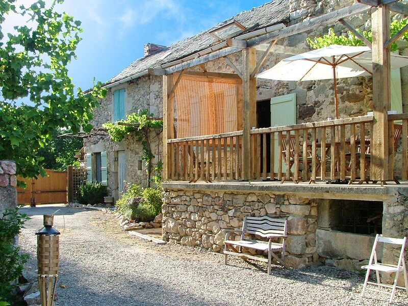 Spacious house with garden & Wifi, holiday rental in Monteils