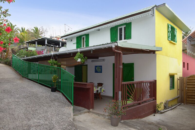 Amazing house with terrace & Wifi, holiday rental in Piton Saint-Leu