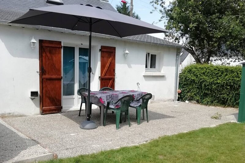 Nice house with garden & terrace, holiday rental in Le Croisty