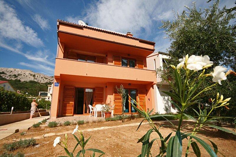 Barbalić Dario Apartment 1 with garden terrace, location de vacances à Jurandvor