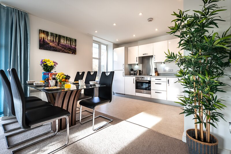 Smart Apartments- Massive discounts for bookings over 30 nights., vacation rental in Bursledon