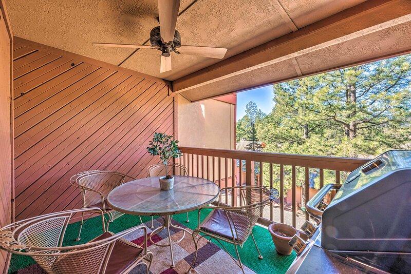 NEW! Southwestern Escape w/ Gas Grill & Mtn Views!, location de vacances à Ruidoso
