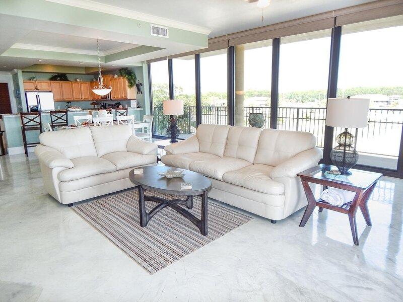 Furniture,Table,Room,Indoors,Living Room