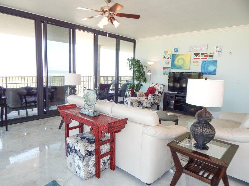 Ceiling Fan,Room,Indoors,Living Room,Furniture