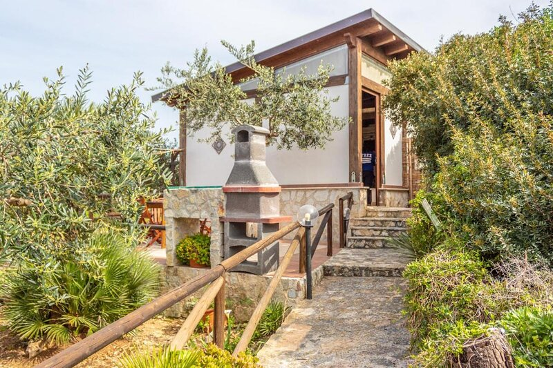 Villa Ulivo, beautiful villa near the Zingaro Natural Reserve, location de vacances à Zarbo di Mare