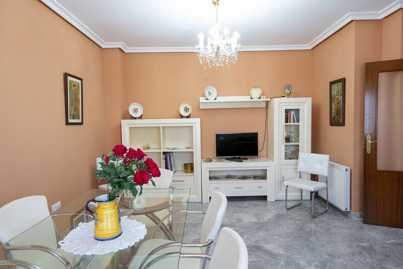 House - 4 Bedrooms with WiFi - 109048, Ferienwohnung in Cáceres