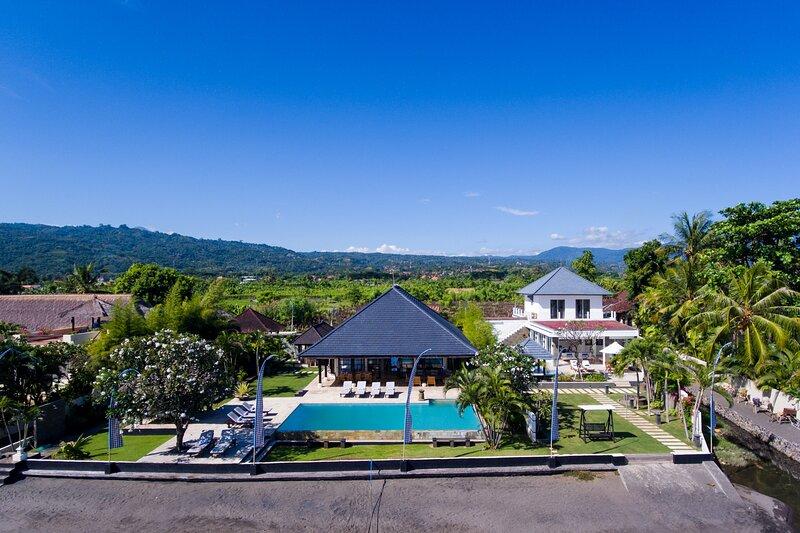 Villa Lovina Beach 1 & 2, holiday rental in Dencarik