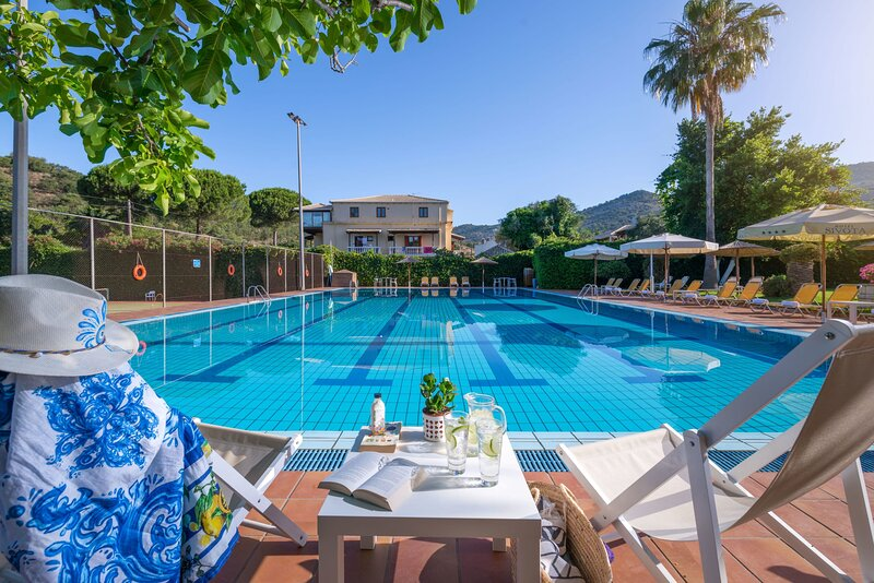 Syvota Luxury Resort - Poolside Breezy Triple Suite, location de vacances à Agia