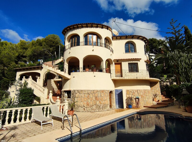 Villa Monza 3Bed Villa next to the coast, alquiler vacacional en La Llobella