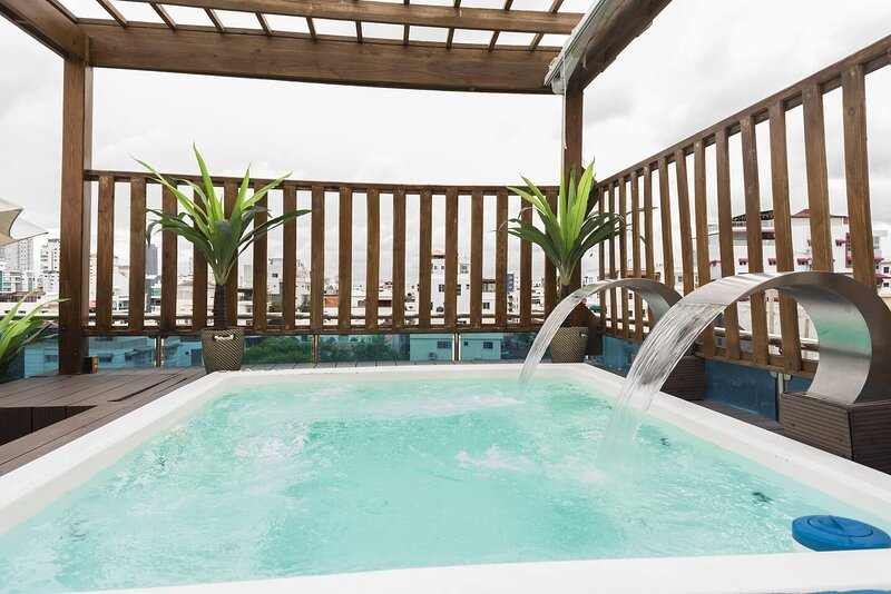 8-BDR. Penthouse | Large Jacuzzi & Private Rooftop, holiday rental in San Cristobal
