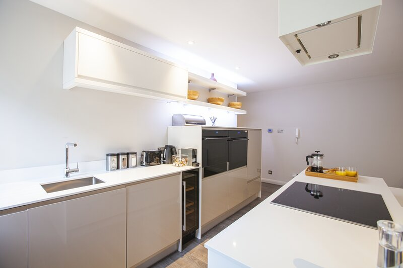 The Huxley Luxury Oxford Apartment, vacation rental in Botley