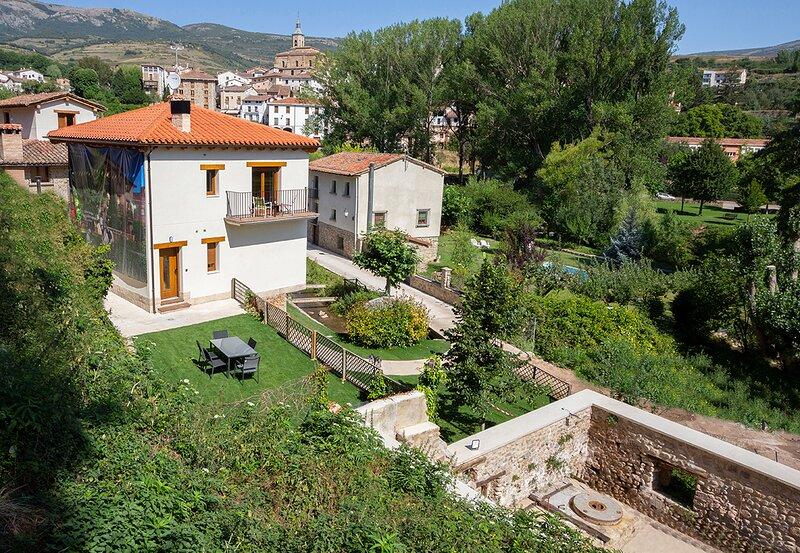 Apartamentos rurales accesibles La Rioja, holiday rental in Pradillo