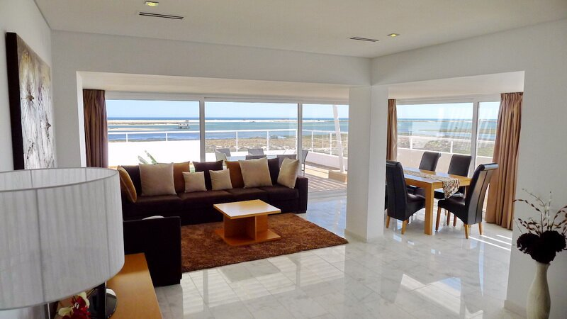Penthouse Luxury with breath taking uninterrupted sea views, holiday rental in Fuseta