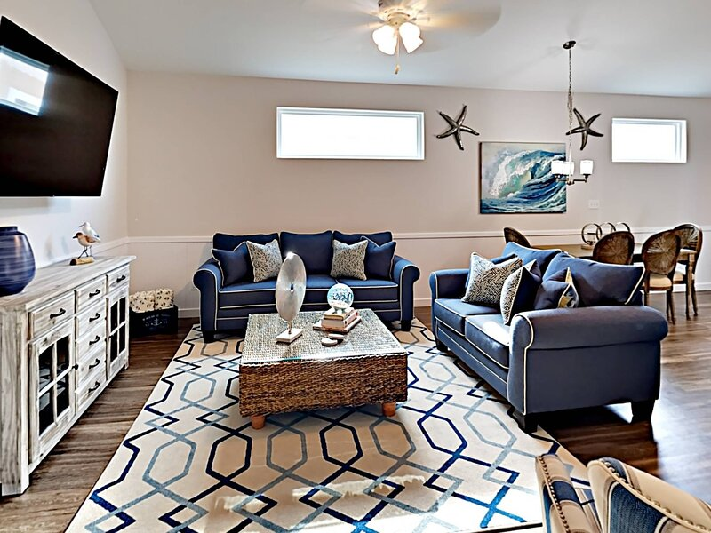 Furniture,Rug,Table,Couch,Coffee Table