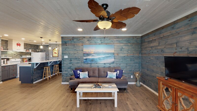 Flooring,Hardwood,Ceiling Fan,Couch,Furniture