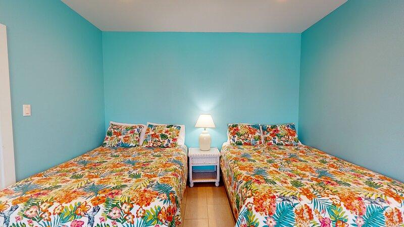 Bedroom,Room,Indoors,Bed,Furniture