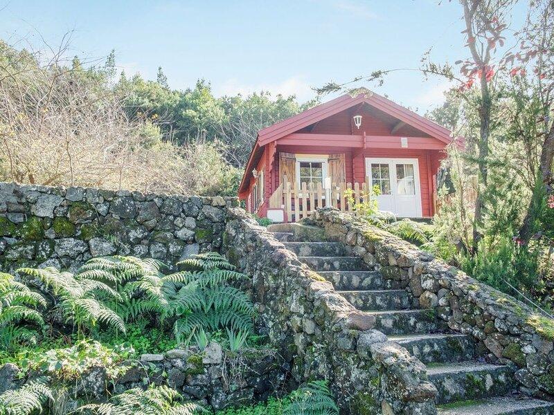 Cabana Roja Sauzal Tf, holiday rental in La Matanza de Acentejo
