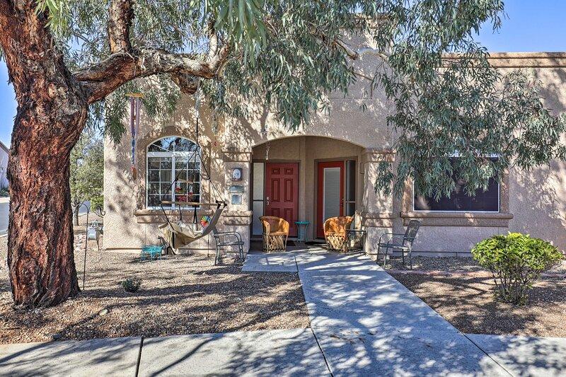 Tucson Studio w/ Heated Pool, Steps to Golf Course, alquiler vacacional en Amado