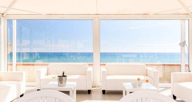 Poseidone, seafront villa with pool - Cava d'Aliga - Scicli, aluguéis de temporada em Cava d'Aliga