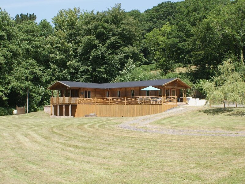 Valley Lodge (Prev ID 975975), Exebridge, holiday rental in Oakford