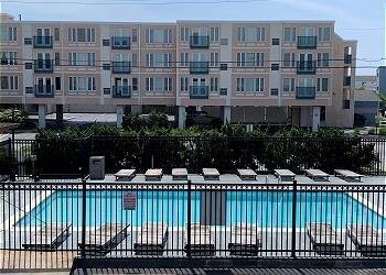 Modern and well-kept condo in the heart of Dewey Beach!, alquiler de vacaciones en Dewey Beach