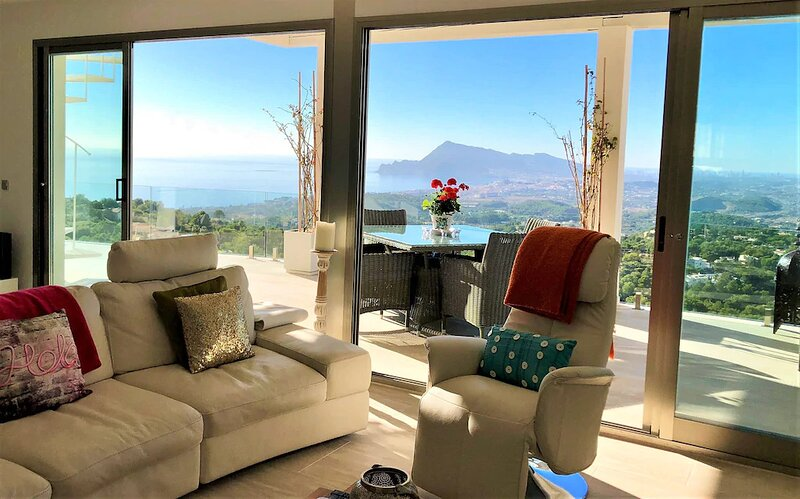 Luxuriously Appointed Modern Villa With Private Pool And Stunning Panoramic View, holiday rental in Tarbena