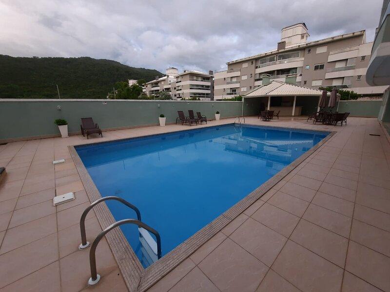 Excelente Apartamento a 350m do Mar, alquiler de vacaciones en Praia Brava