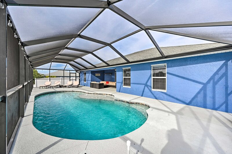 NEW! Beachy Cape Coral Home w/ Pool & Water Views!, alquiler vacacional en North Fort Myers