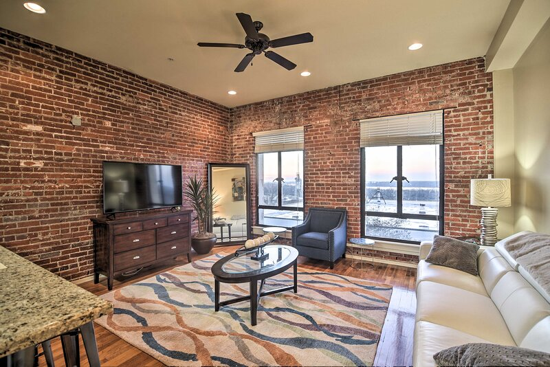 NEW! Dtwn Vicksburg Condo Near Nat'l Military Park, vacation rental in Vicksburg