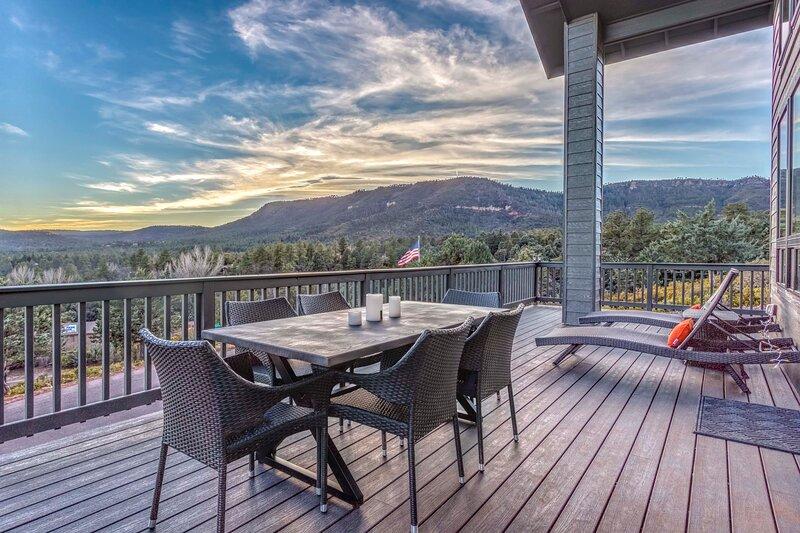 NEW! Modern Pine Retreat w/ Deck & Stunning Views!, holiday rental in Strawberry