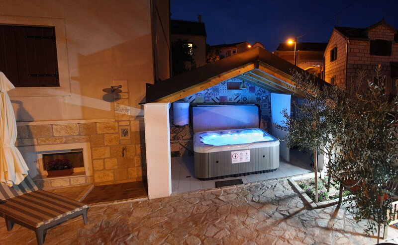 Villa Alissa Split - Mravince, holiday rental in Kucine