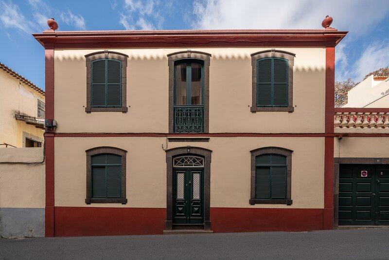 History House in Old Town CIty Center, alquiler de vacaciones en Sao Goncalo