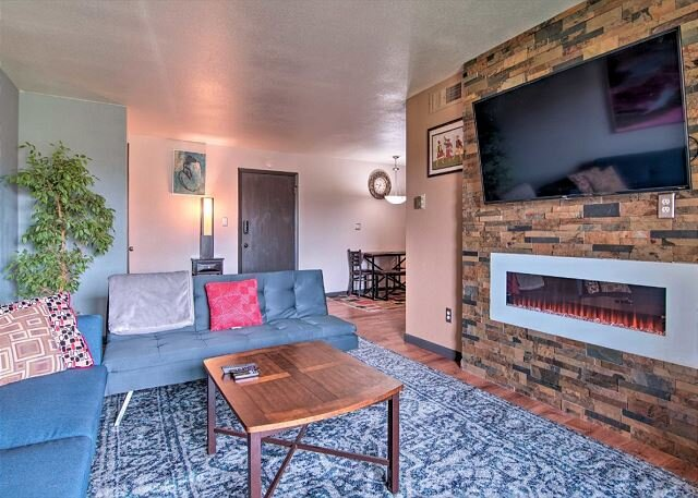 NEW! Modern Condo w/Patio, 6 Miles to Dtwn Boulder, holiday rental in Hygiene