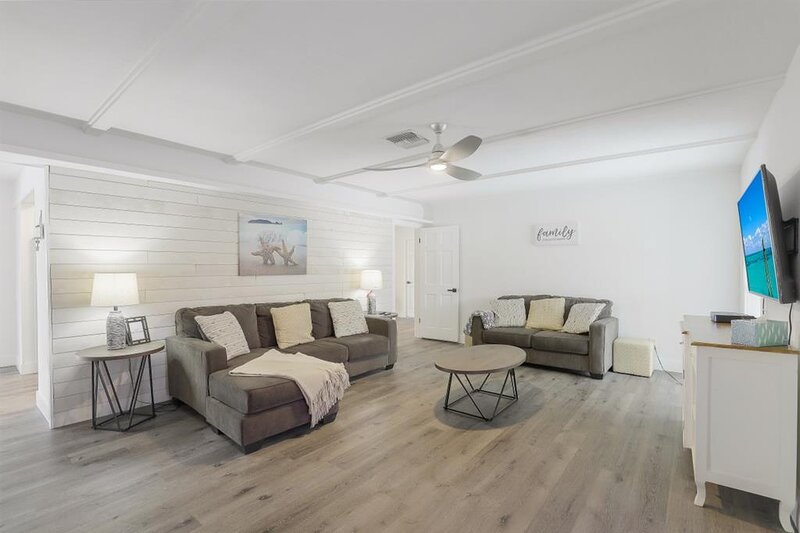 Fourwinds Ave. 1152 Marco Island Vacation Rental, vacation rental in Goodland