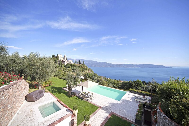 AMORE RENTALS - Villa Teodora with Private Swimming Pool, SPA, Garden and Helico, holiday rental in San Giorgio