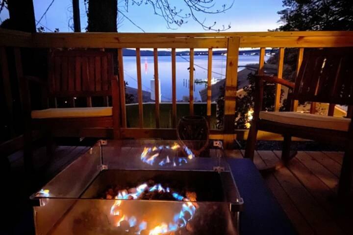Recharge with a custom retreat weekend and enjoy fireside views of the Severn Ri, aluguéis de temporada em Severn