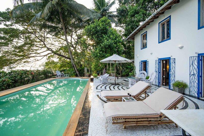 Hunter's Lodge by Vista Rooms, holiday rental in Sawantwadi