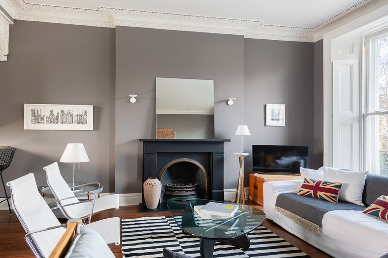 The Notting Hill Escape - Modern & Bright 3BDR Flat with Balcony, holiday rental in Willesden