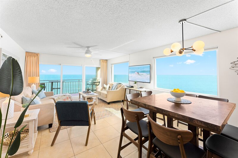 Penthouse Oceanfront Corner Unit ~ Best View ~ Private Hot Tub, holiday rental in Palm Shores