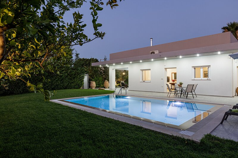Modern,Newly built,Next to amenities,Private pool, vacation rental in Milopotamos