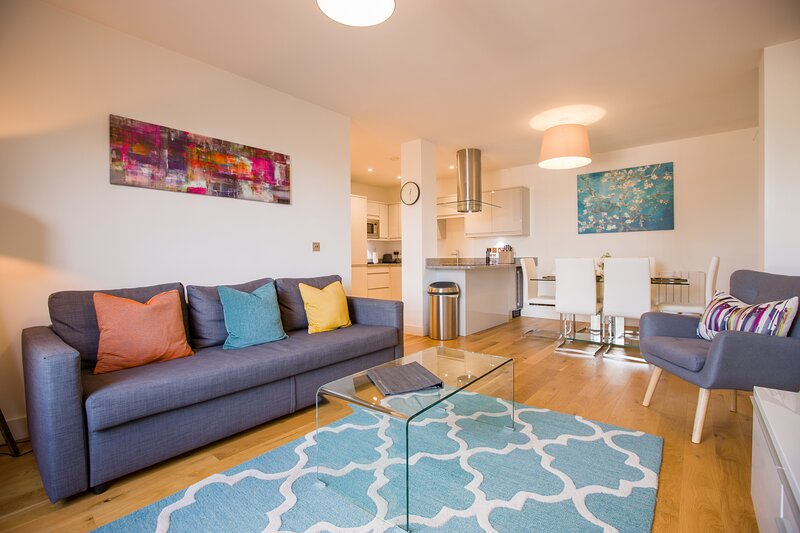 King Edward VI Luxury Apartment, holiday rental in Wraysbury