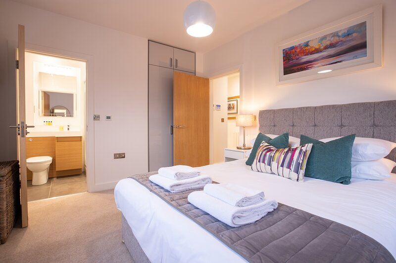 King Edward VII Luxury Windsor Apartments, holiday rental in Wraysbury
