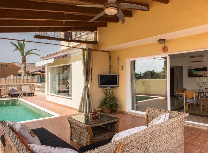 Villa Levante, A/A, piscina, wifi, parking, barbacoa, cerca de la playa, location de vacances à Cala Mondrago