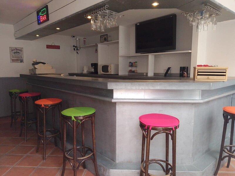 ANCIEN BAR 'LE LEMON CAFE' 45M2, holiday rental in Sainte-Anne-d'Auray