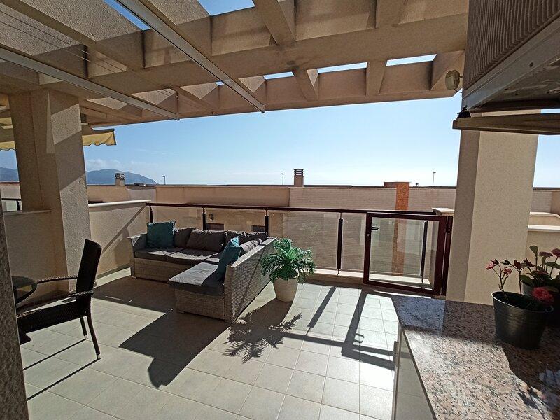 Modern apartment with large terrace in Mojon Hills, location de vacances à Isla Plana