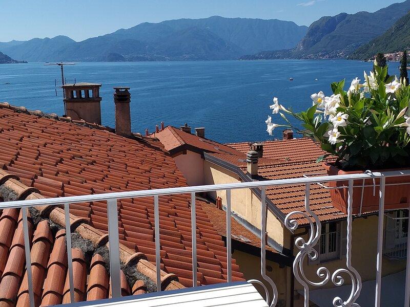 Il Borgo - apartment with lake view, casa vacanza a Rezzonico