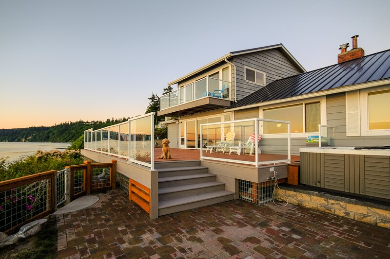 Westside waterfront paradise w/private beach, great deck & Sound views - dogs OK, vakantiewoning in Freeland