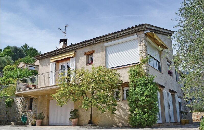 Nice apartment in Le Bar Sur Loup with WiFi and 2 Bedrooms (FCA529), holiday rental in Greolieres