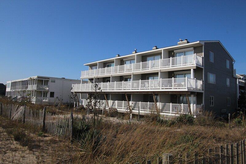 Three Level Ocean Front Unit in popular Dewey Beach!, alquiler de vacaciones en Dewey Beach